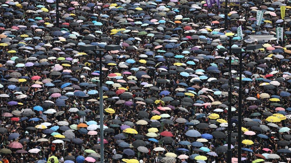 香港政府去年建議修訂《逃犯條例》,容許香港處理來自中國大陸的逃犯移交要求,觸發大型示威。