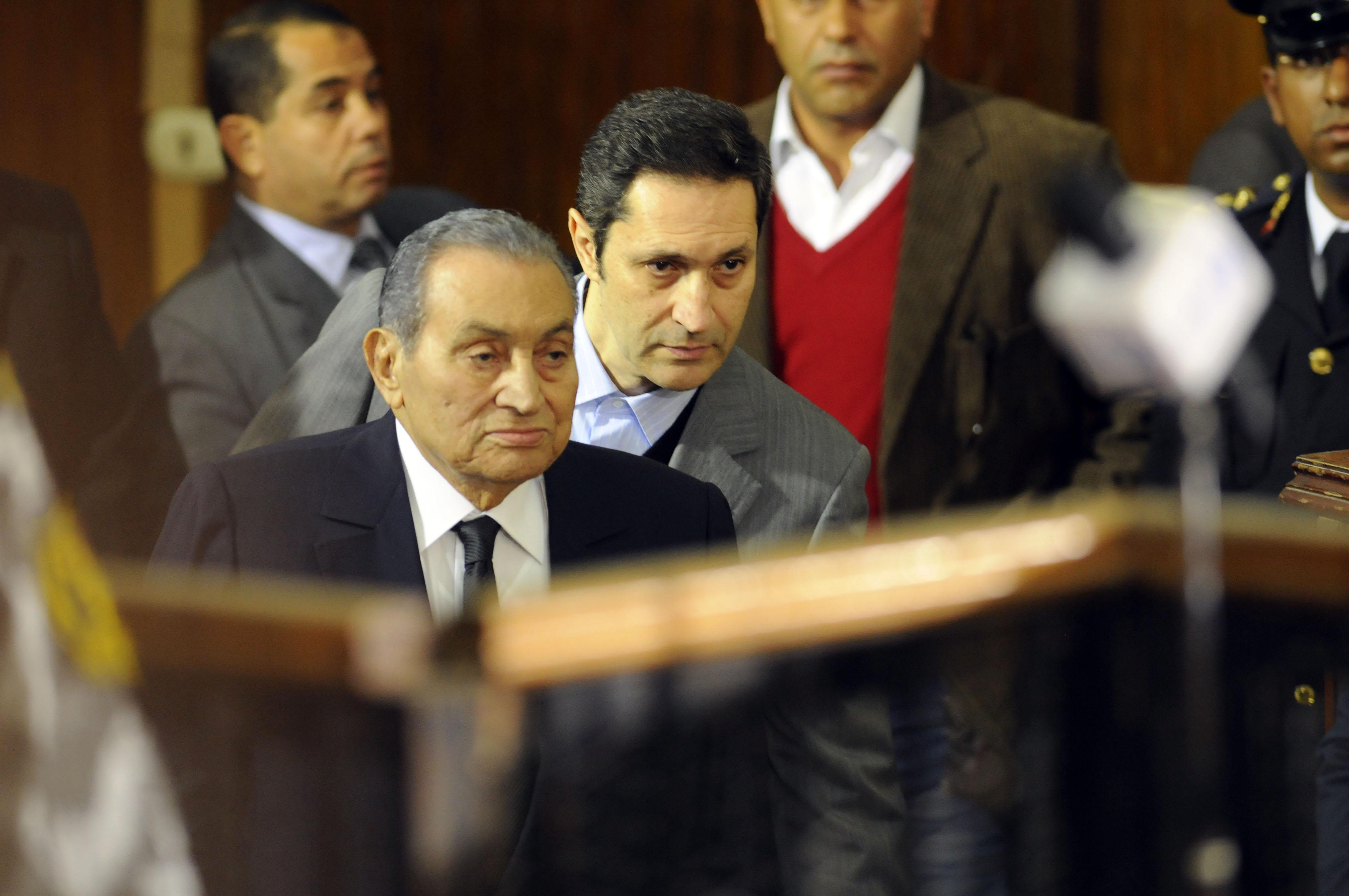 مبارك ونجله علاء