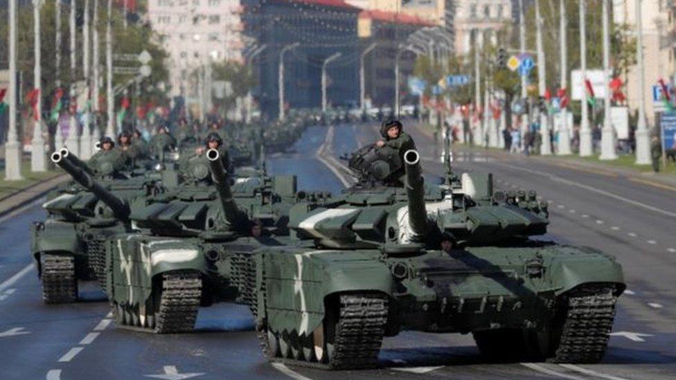 دبابات الجيش تستعد للعرض العسكري في بيلاروسيا