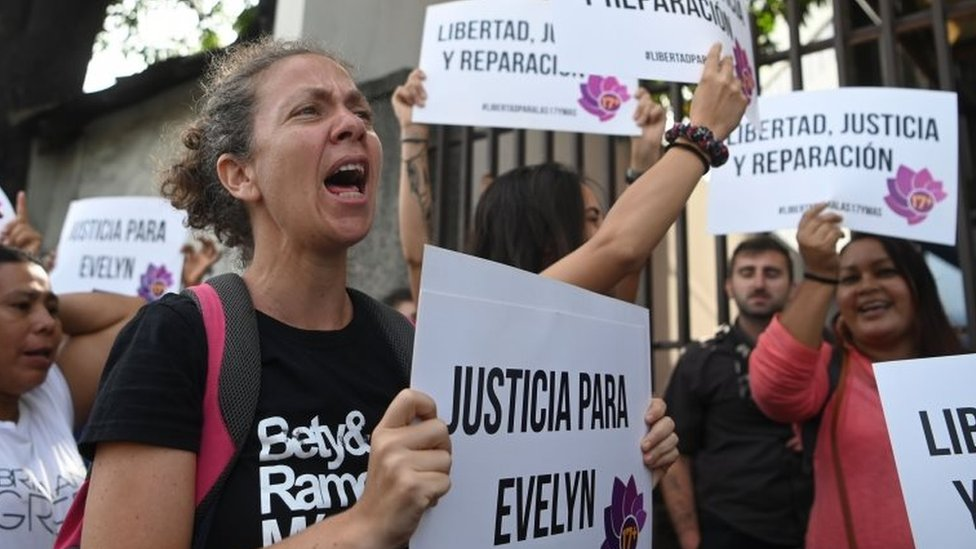Activists demanding freedom, justice and redress for Salvadorean rape victim Evelyn Hernandez demonstrate prior to her audience at Ciudad Delgados court, San Salvador, on July 15, 2019.