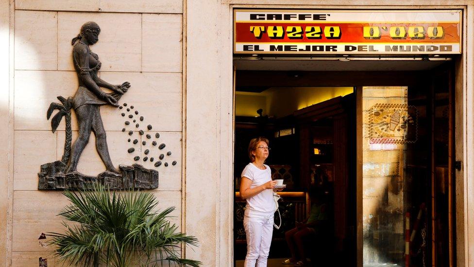 Roma'da bir kafe