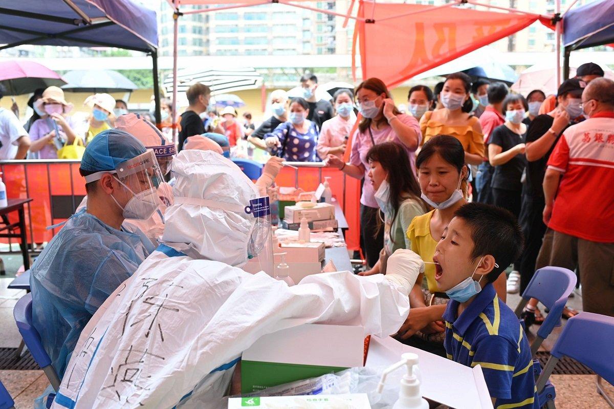 廣州市正在進行大規模核酸檢測。