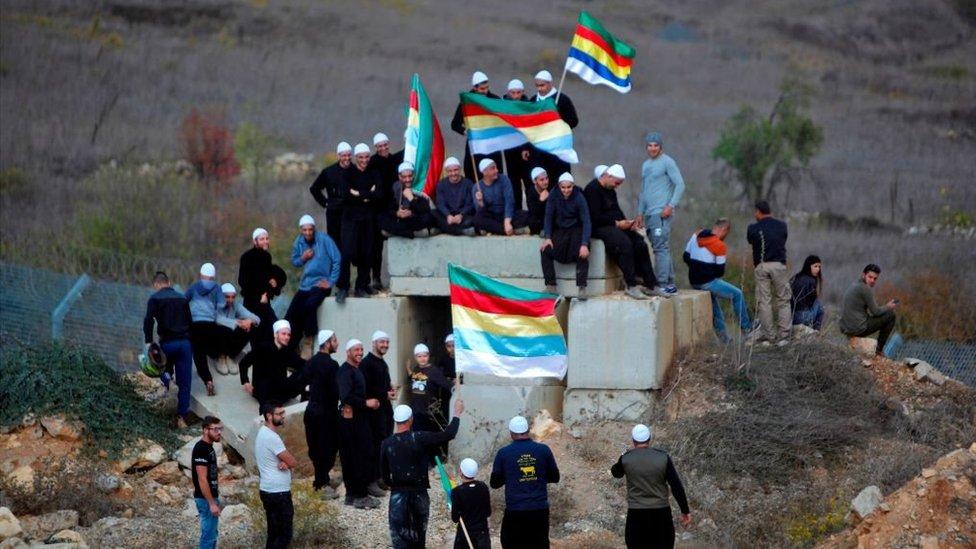 دروز إسرائيليون يرفعون أعلامهم في هضبة الجولان في مارس/آذار 2017