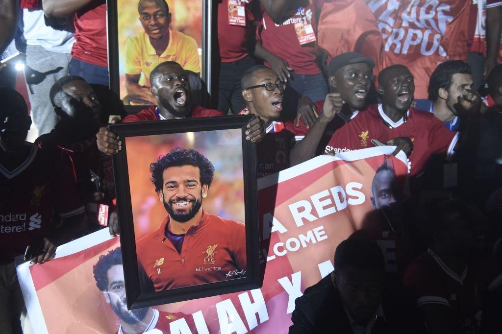Aficionados con la figura de Mohamed Salah
