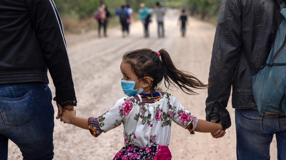 Migrantes en la frontera de México con Estados Unidos