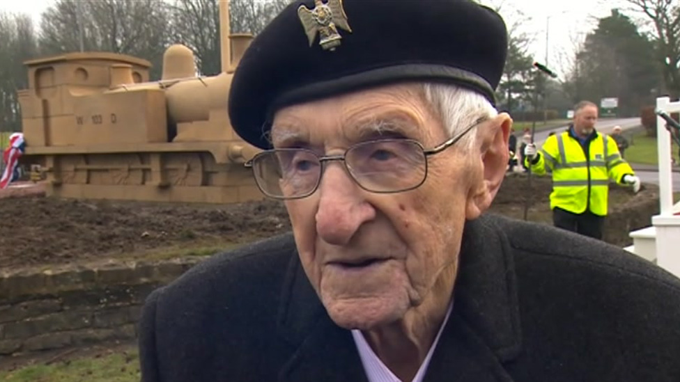 Catterick Garrison: Veteran unveils WW1 memorial on 100th birthday