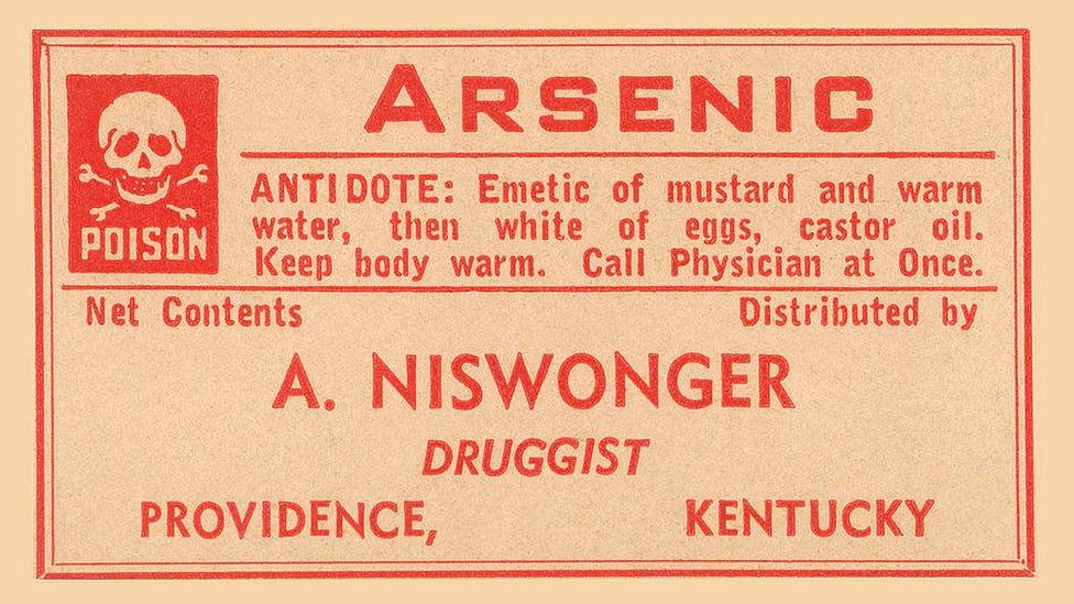 Etiqueta de advertencia de una botella de arsénico de farmacia de principios del siglo XX