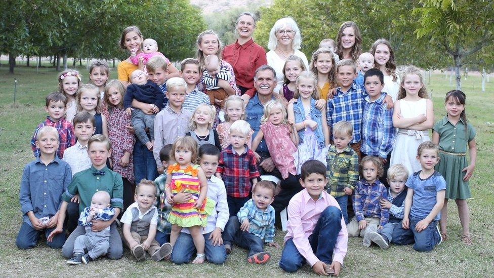 Large family photo from La Mora