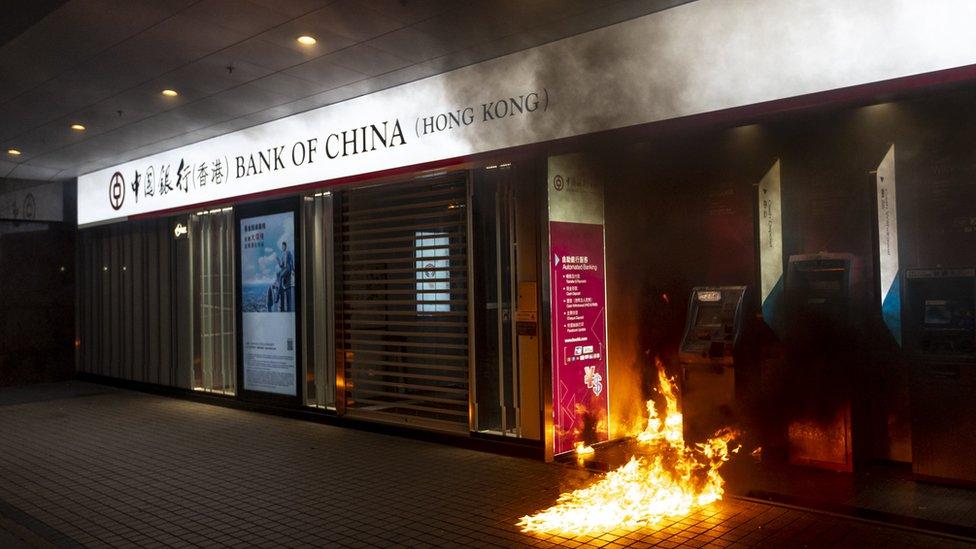 香港金融管理局表示,全港三千多部櫃員機有一成無法正常運作。