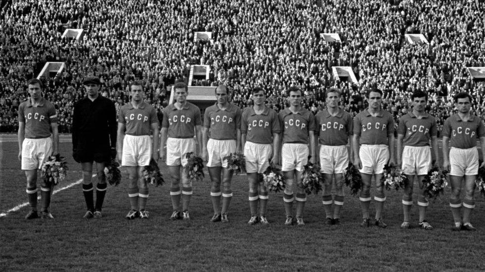 La selección soviética en el estadio Lenin de Moscú en 1960.