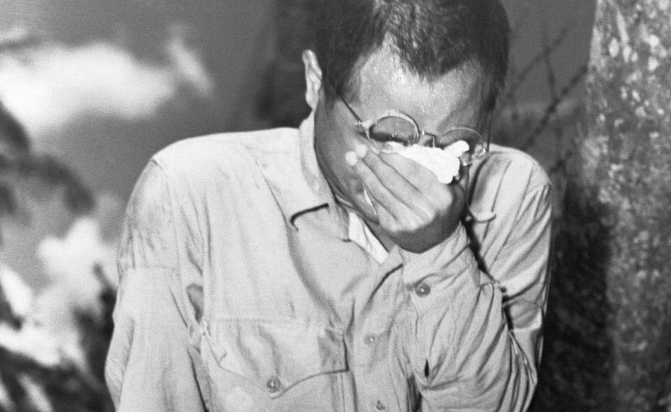 Soldado japonés llorando tras conocer que el emperador se rendía.