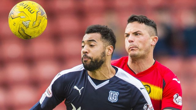Kane Hemmings playing for Dundee against Partick Thistle