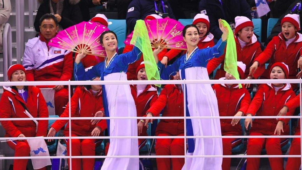 Pemandu sorak Korea Utara menjadi pusat perhatian di Oliampiade Musim Dingin di Pyeongchang.