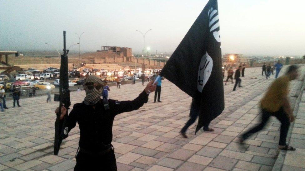 أرشيف مقاتل في تنظيم الدولة في الموصل