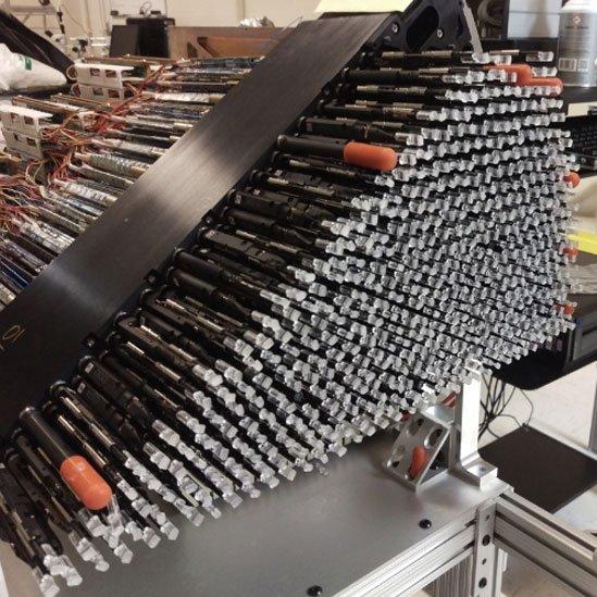 Posicionadores robóticos con fibras ópticas