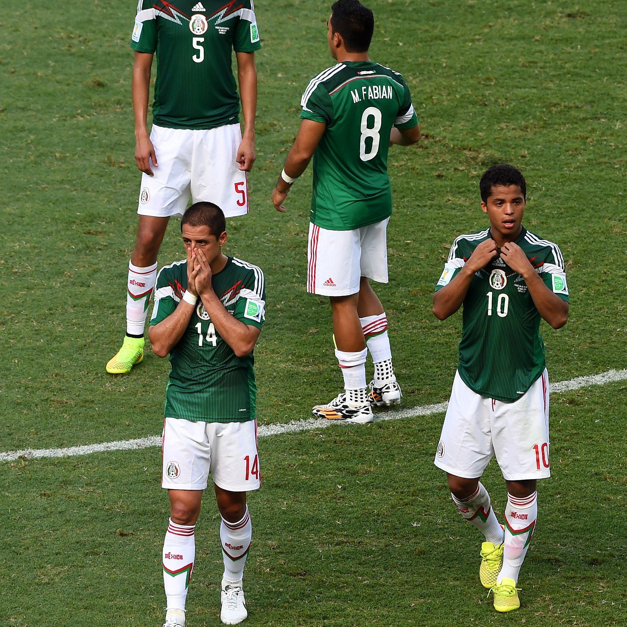 """Javier """"Chicharito"""" Hernández junto a varios jugadores de México"""