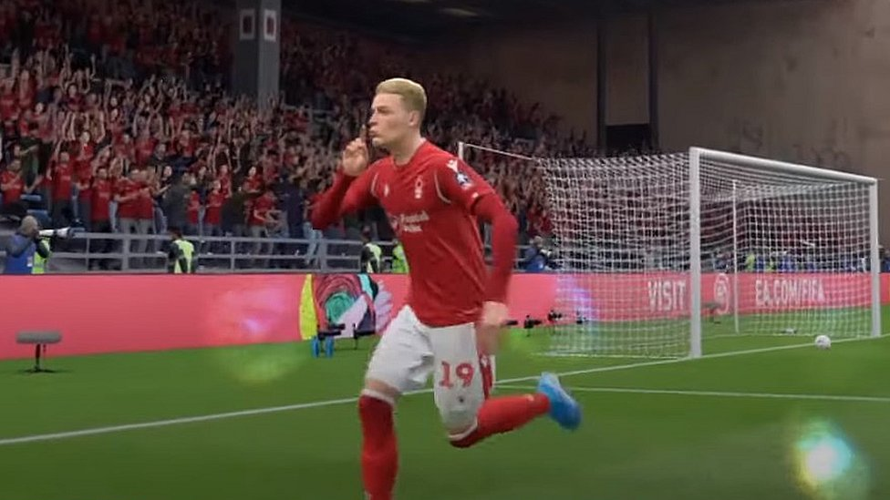 "A player ""shushing"" during Fifa"