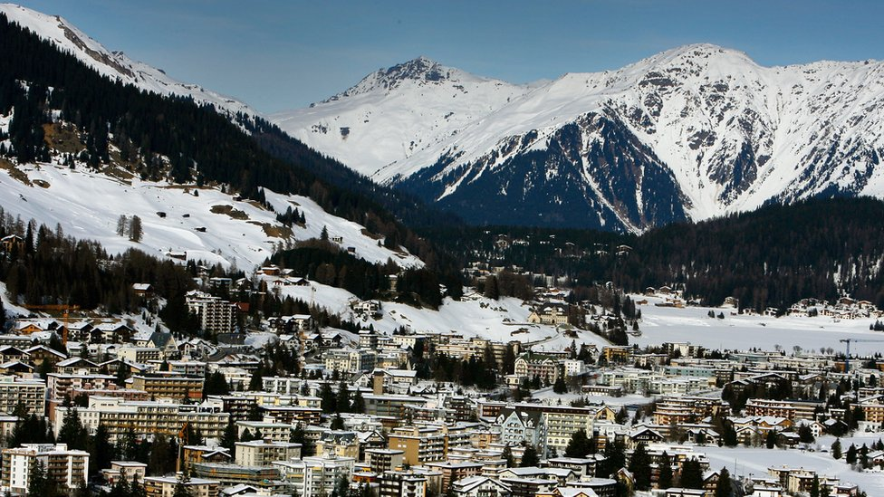 Nakvi, her yıl Davos'ta organize edilen Dünya Ekonomik Forumu'nun düzenli katılımcılarındandı.
