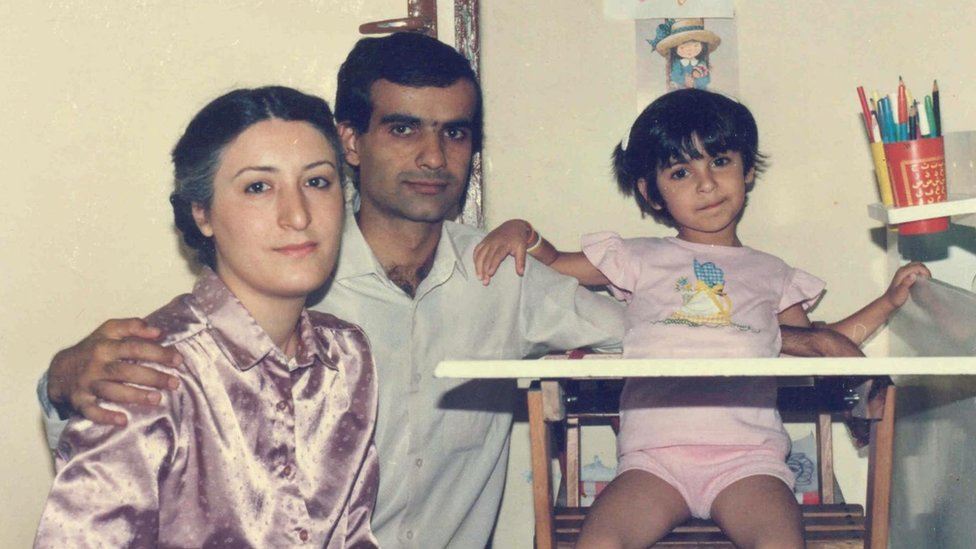 Nazanin Pouyandeh with parents
