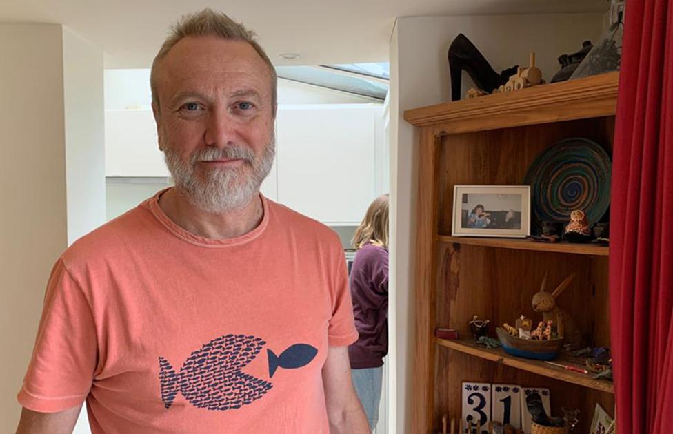 Paul Mylrea di rumahnya.