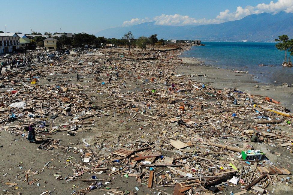 Ruševine na plaži, Palu, Indonezija