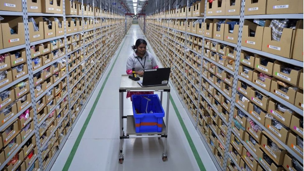 2018年,亞馬遜在印度的員工正在工作。