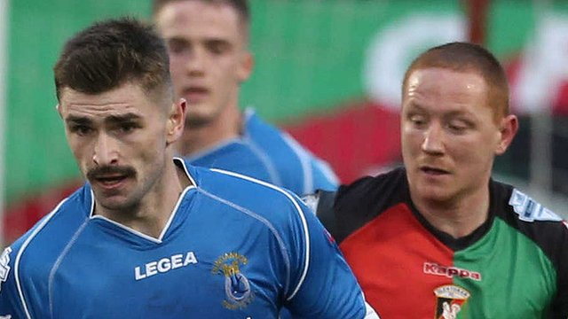 Glentoran and Dungannon Swifts drew 1-1 at the Oval