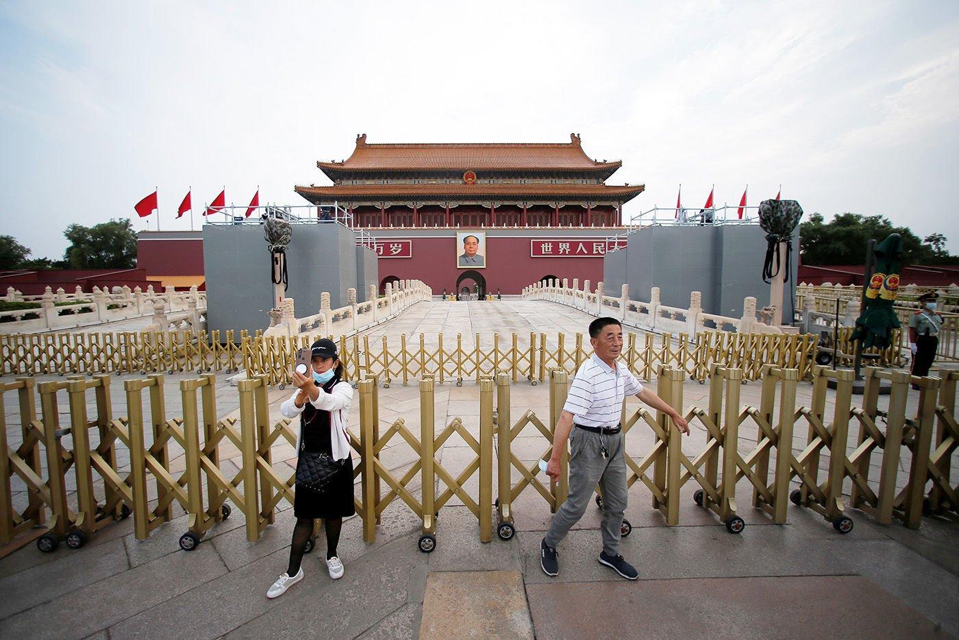 北京市中心的天安門地區已經開始安裝慶典的相關設備。