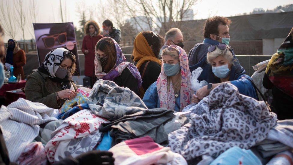 سوق للملابس في إيران