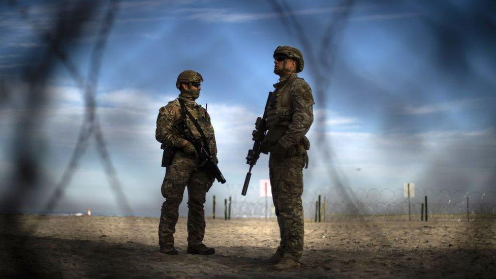 Patrulleros fronterizos armados de Estados Unidos
