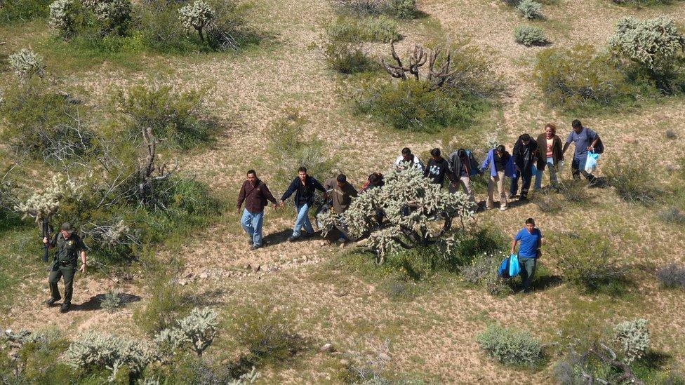 Migrantes en el desierto de EE.UU.