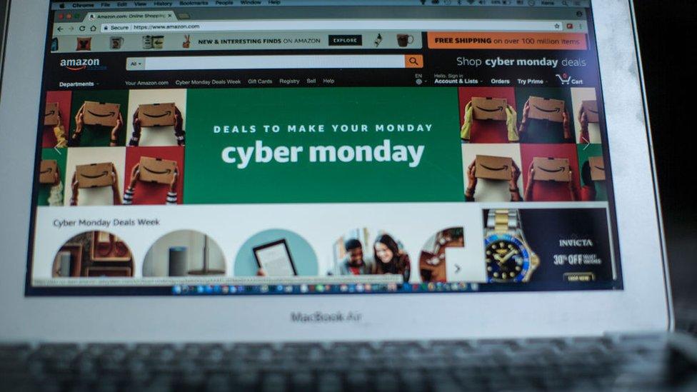 Sitio de Amazon en una computadora.