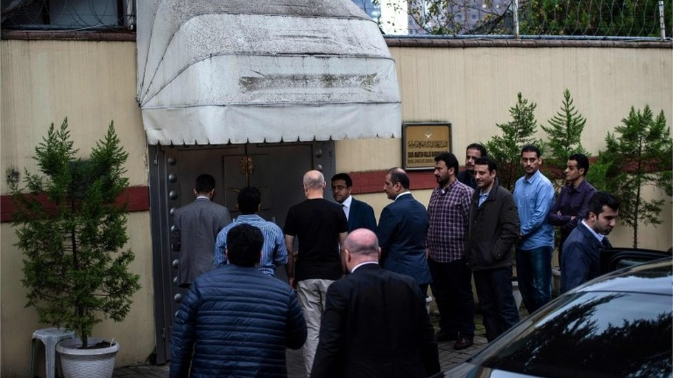Saudi investigators at the consulate in Turkey where vanished Saudi journalist Jamal Khashoggi was last seen, 15 October 2018