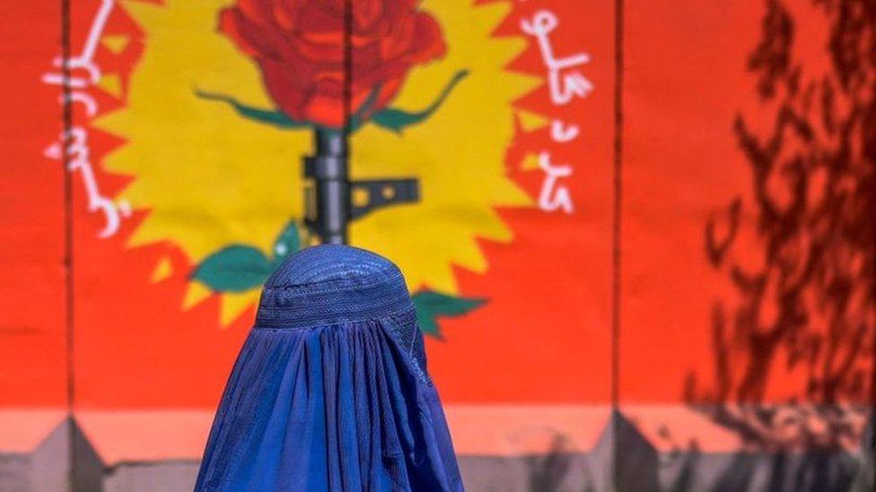 Афганистан: девочкам велено в школу не ходить, а в Кабуле восстановлено министерство добродетели и порока
