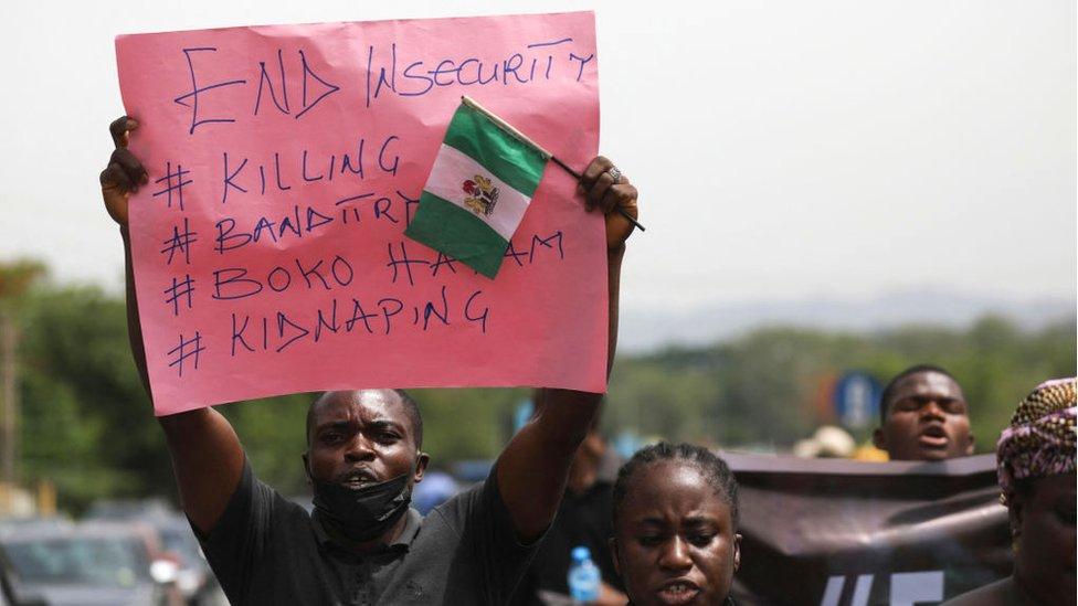 تتعرض السلطات لانتقادات شديدة لفشلها في معالجة انعدام الأمن المنتشر في البلاد بما في ذلك أزمة الاختطاف المتفاقمة