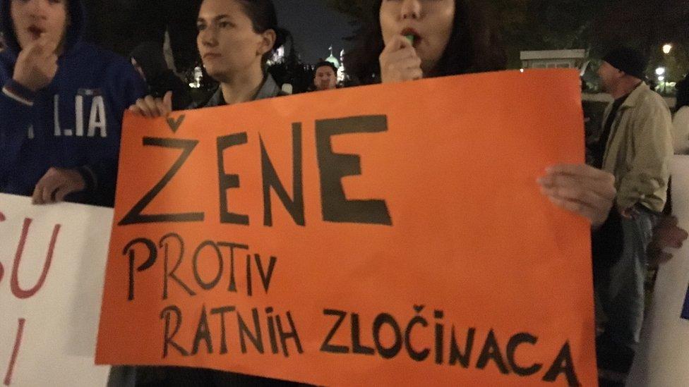 Pad Miloševića: Šta se dešavalo petog oktobra 2000. godine van Beograda -  BBC News na srpskom