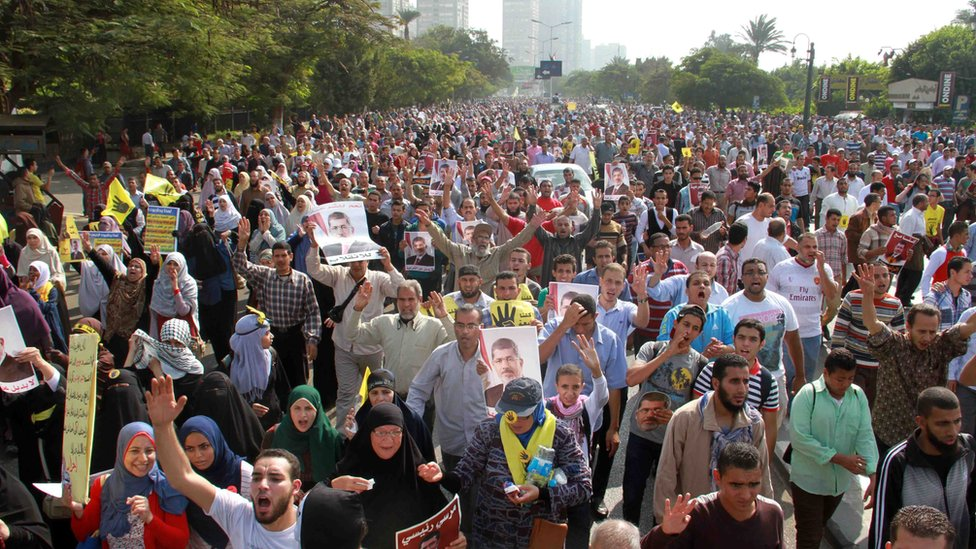 Egyptian Muslim brotherhood and supporters of ousted Islamist president Mohamed Morsi rally outside Egypt's Supreme Constitutional Court in Cairo on November 4, 2013