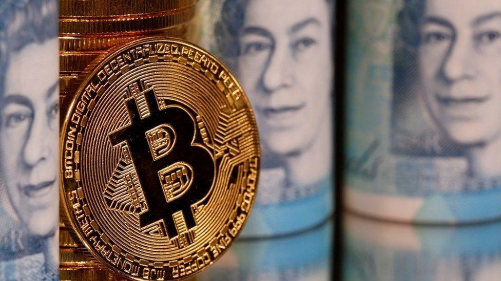 بيتكوين بين عدد من العملات