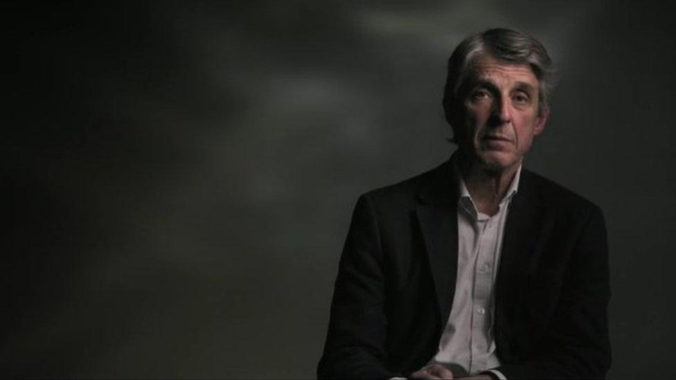 羅伯森醫生在一部BBC紀錄片裏