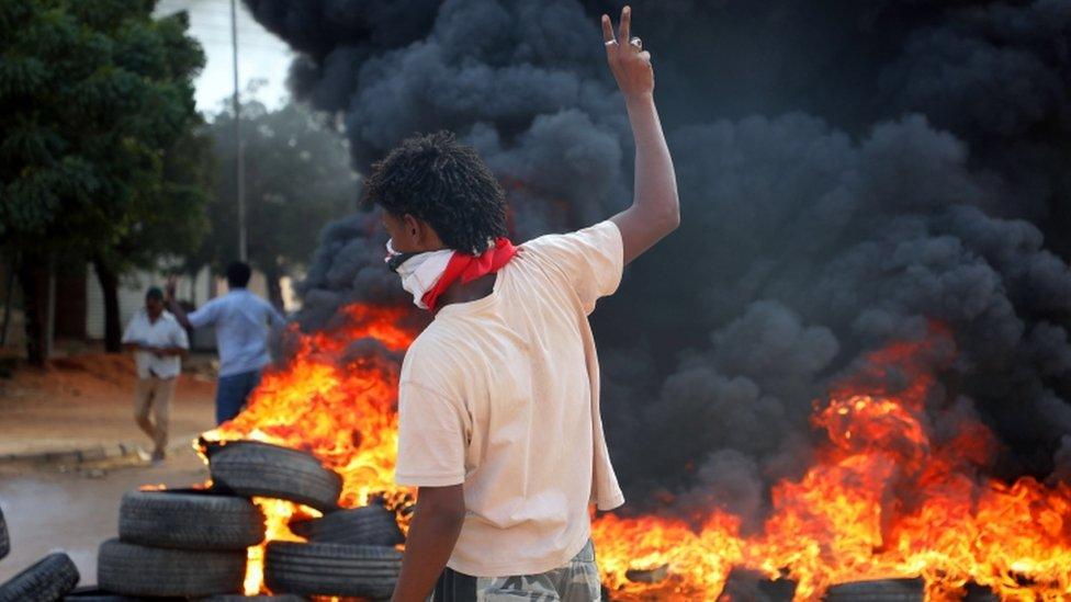 """المظاهرات في السودان: """"مقتل شخص وإصابة آخرين"""" في اشتباكات بين الشرطة ومحتجين"""