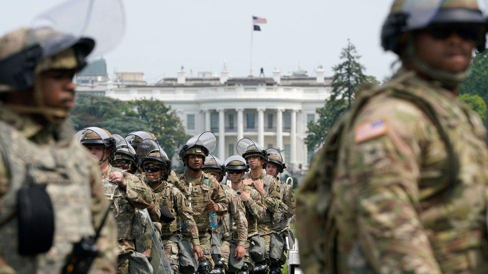 Guardias Nacionales frente a la Casa Blanca