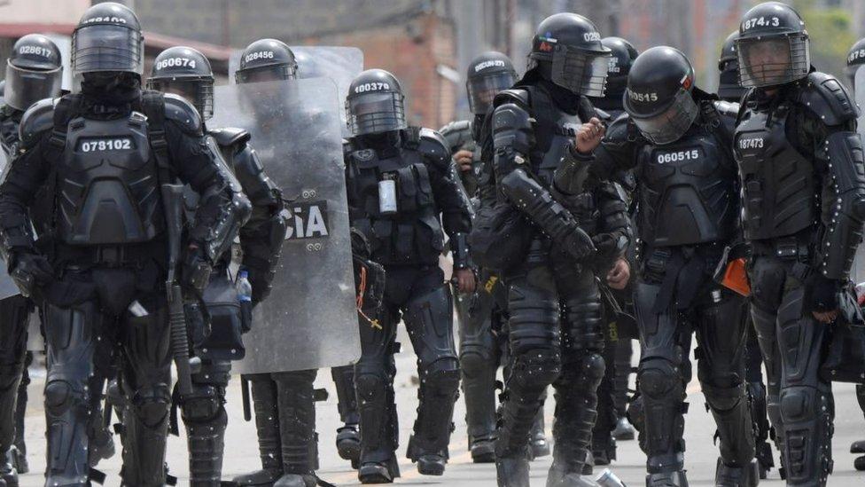 Policía antimotines en Colombia