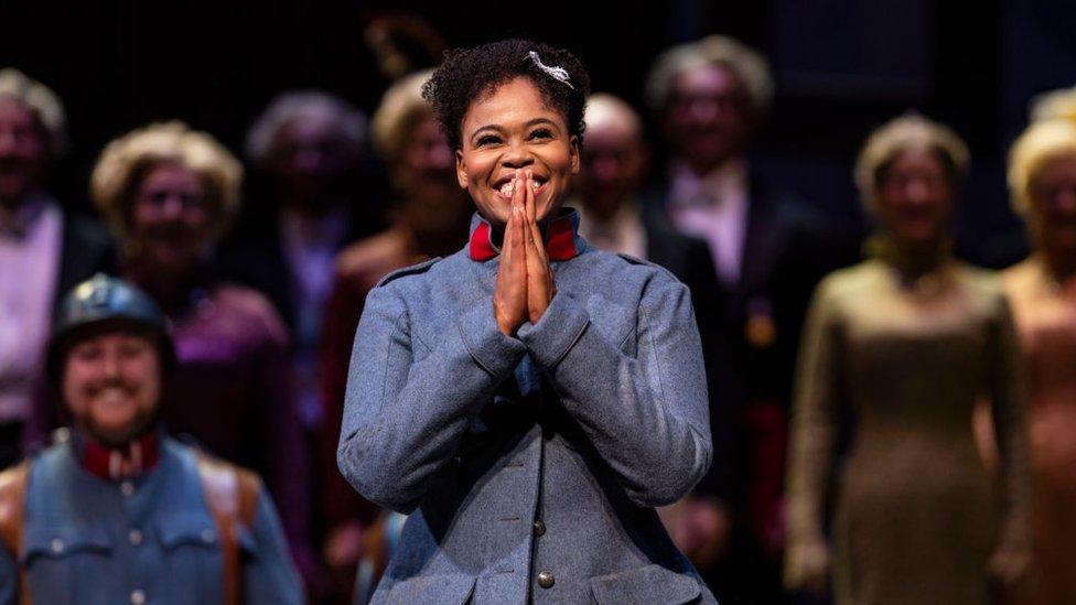"""Pretty Yende, soprano sudafricana, durante un ensayo de la ópera """"La hija del regimiento"""""""