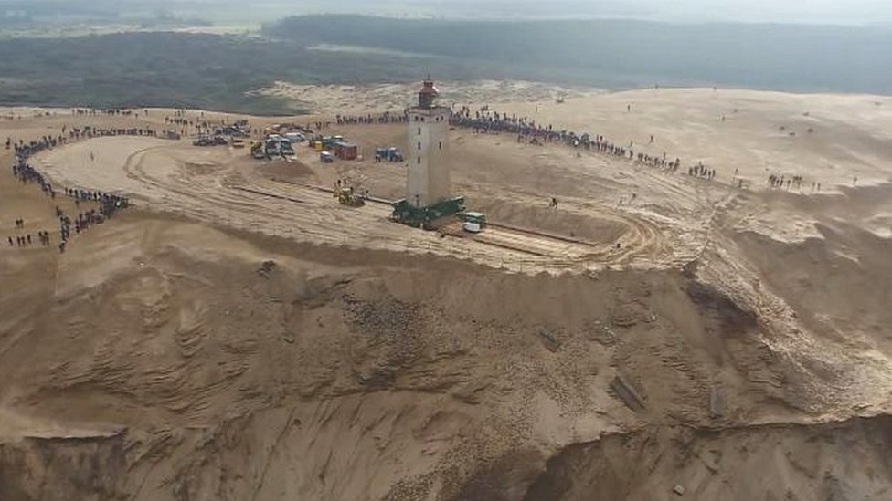Aerial picture of the operation to move the lighthouse