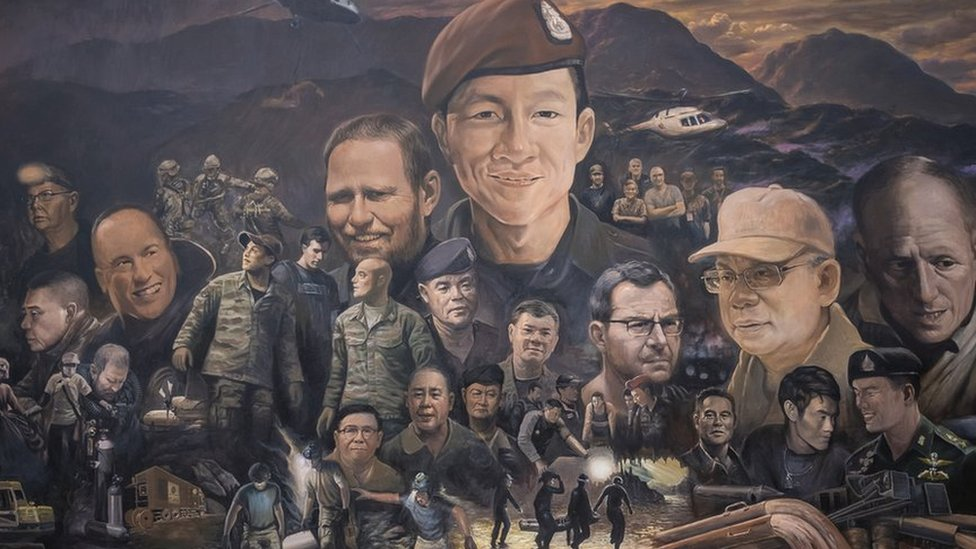 Thai cave: Artists' huge mural honours rescue heroes