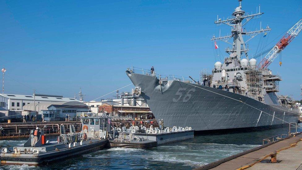 Российские военные заявили, что пригрозили тараном эсминцу