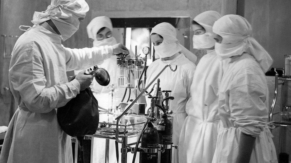 U vreme pre antibiotika, i uz uvek prisutni rizik od toga da bakterijska infekcija ubije nekoga ko ide pod nož