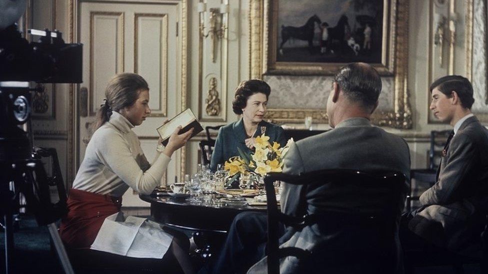الأمير فيليب والأمير تشارلز الأميرة آن والملكة اليزابيث الثانية
