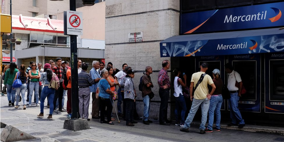 Queue at Venezuelan bank