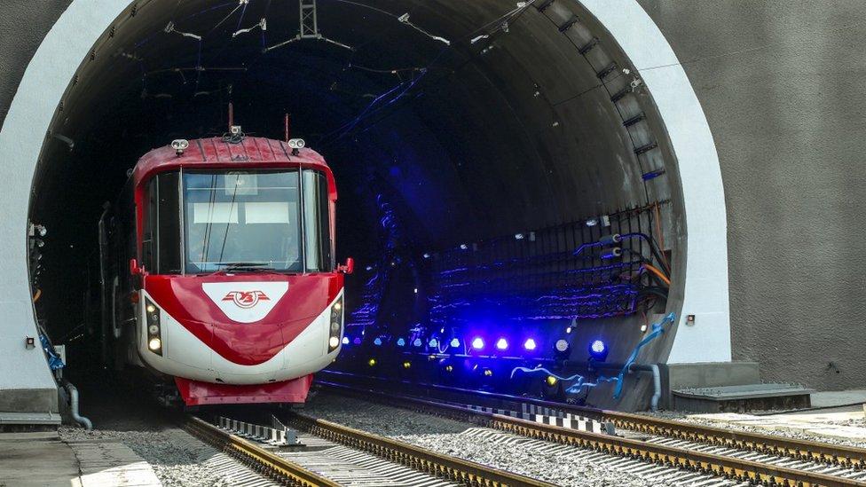 На кичери і в діброви: що з'єднає новий Бескидський тунель?